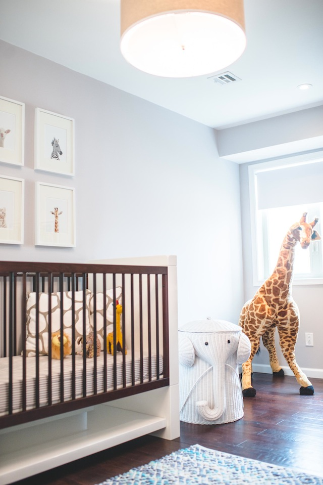 Sneak a peek dillon 39 s safari nursery the effortless chic for Deco chambre bebe mansardee 2