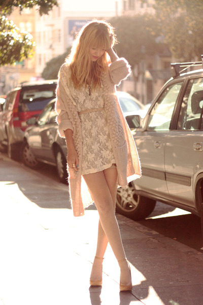 beige-shoes-white-dress-pink-sweater_400