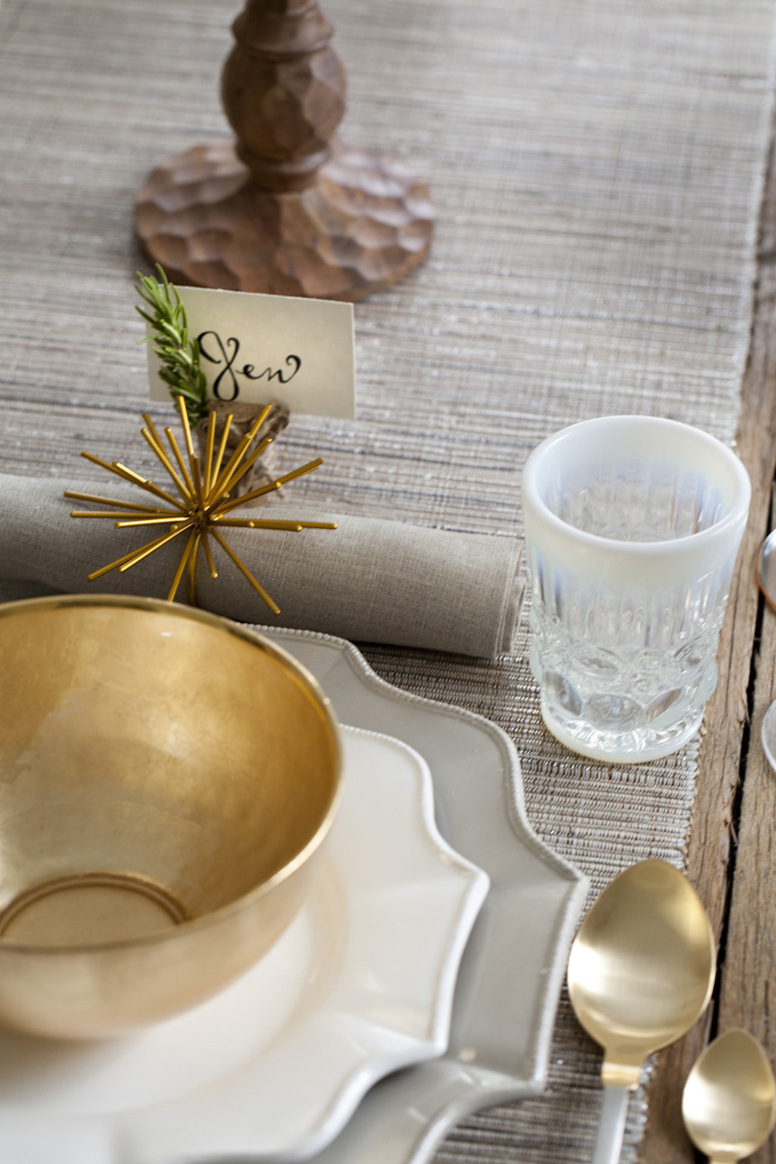 A thanksgiving table setting