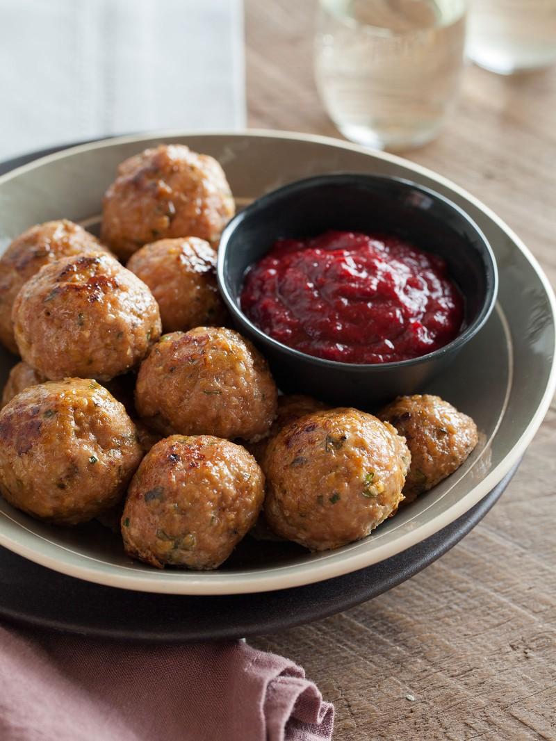 herbed-turkey-meatballs-barbeque-cranberry-sauce-800x1066
