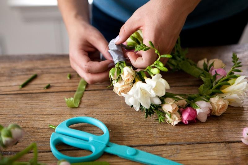 DIY Floral Crown :: The Effortless Chic 7