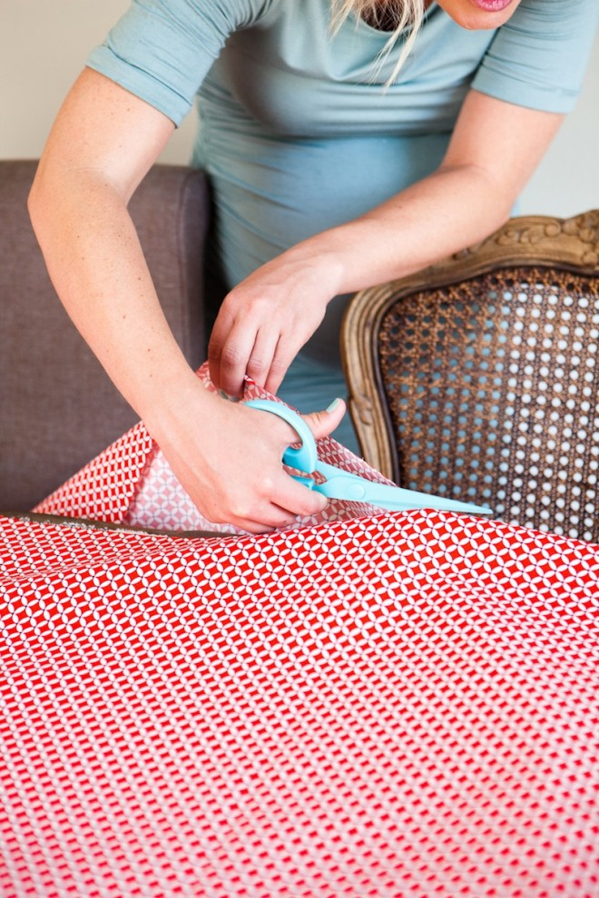 No-Sew-DIY-Fabric-Table-Runner-3