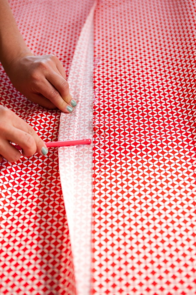 No-Sew-DIY-Fabric-Table-Runner-6