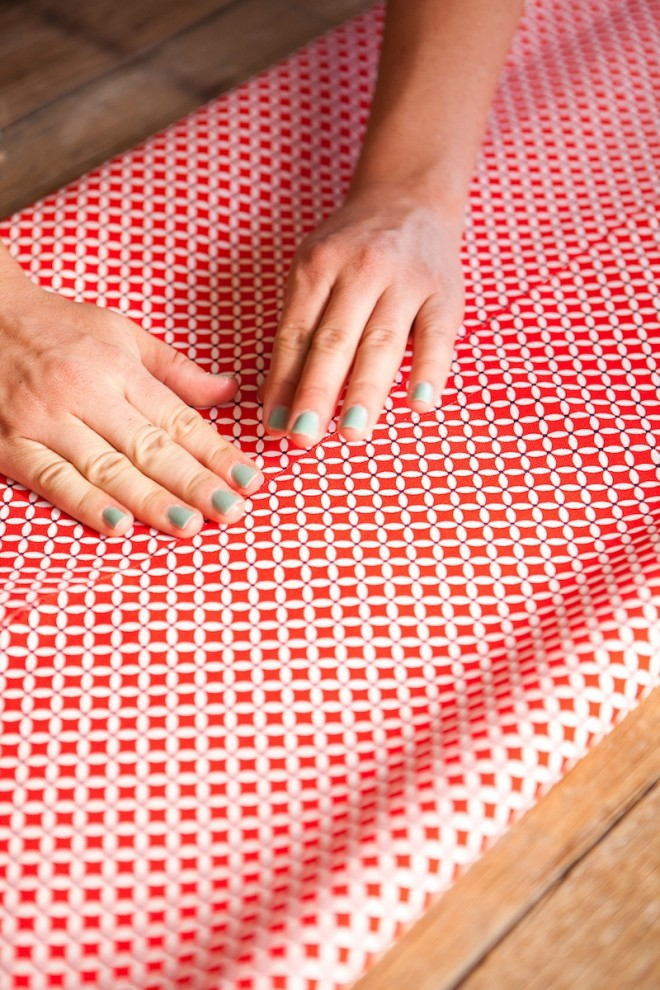 No-Sew-DIY-Fabric-Table-Runner-7