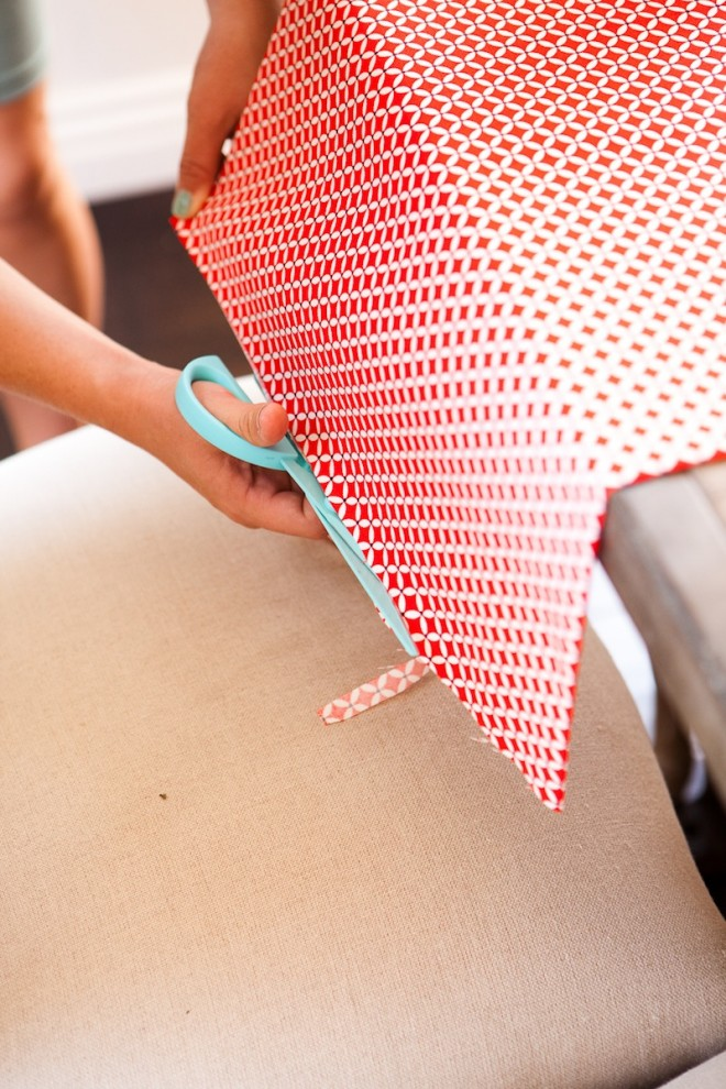 No-Sew-DIY-Fabric-Table-Runner-9