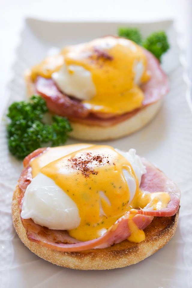How to make the perfect Eggs Benedict.
