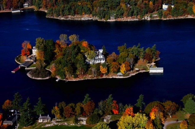 Best-Cities-To-Visit-In-The-Fall-Alexandria-Island