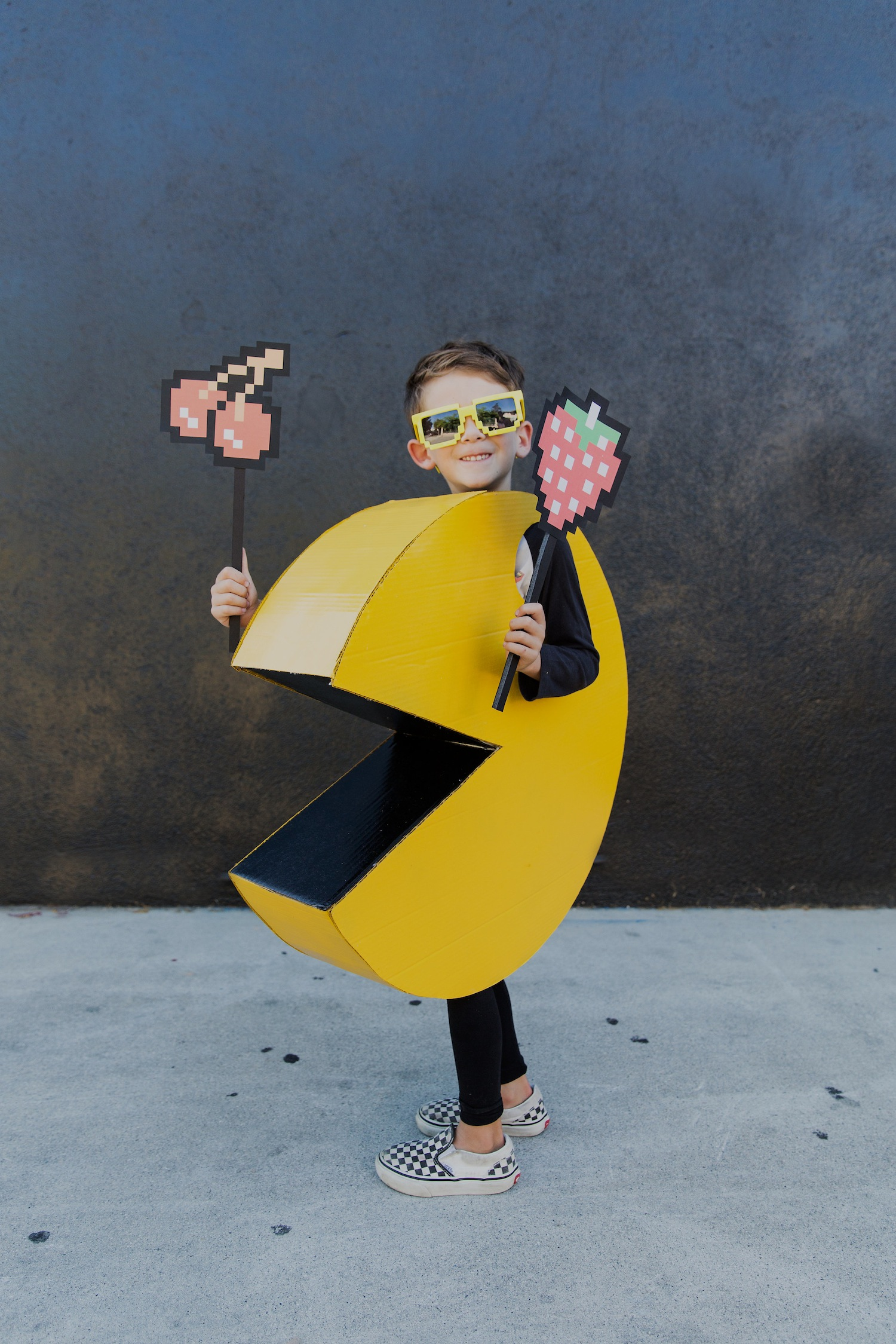 diy kids pac man halloween costume the effortless chic. Black Bedroom Furniture Sets. Home Design Ideas