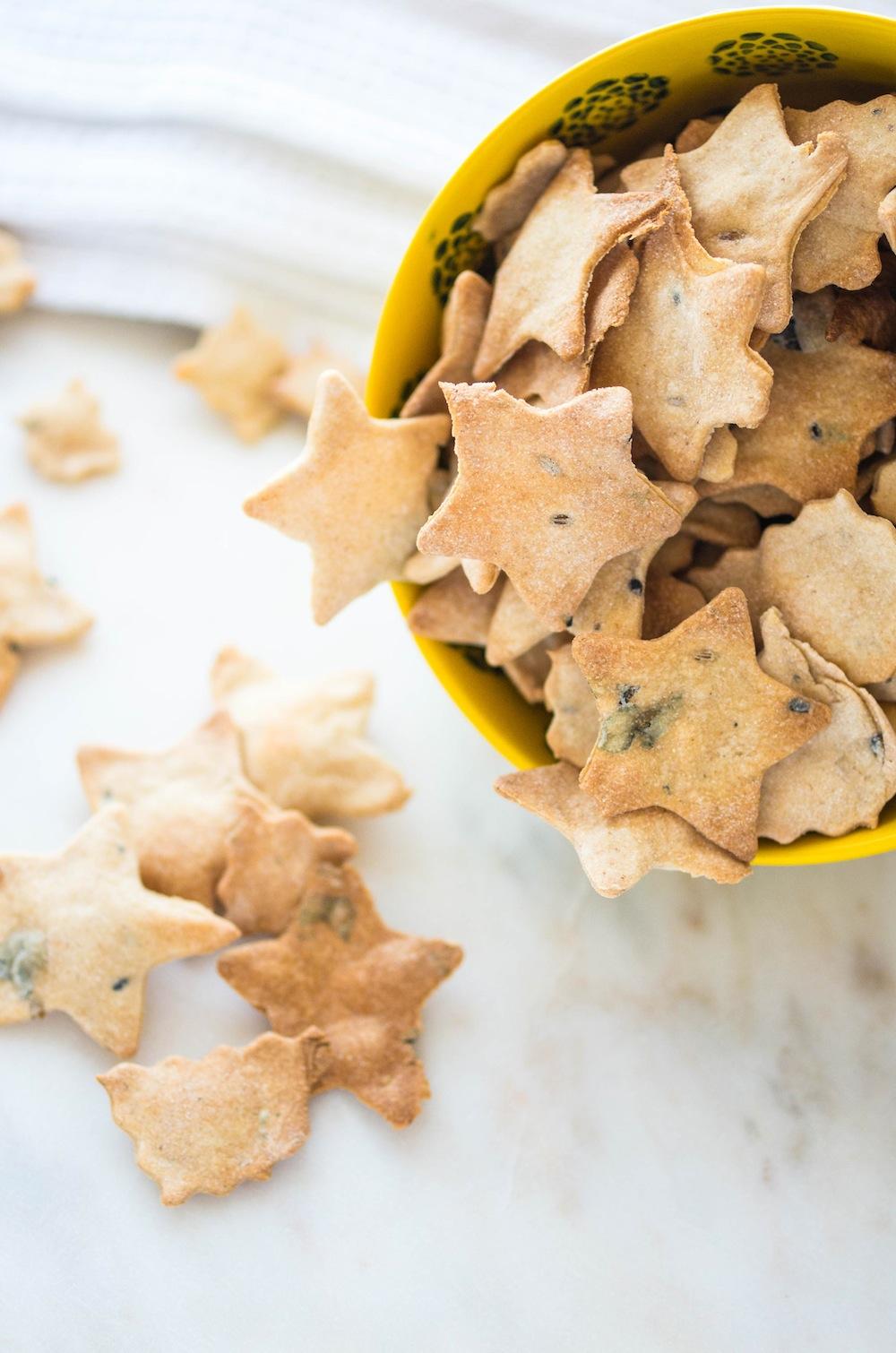 homemade-herb-crackers-1