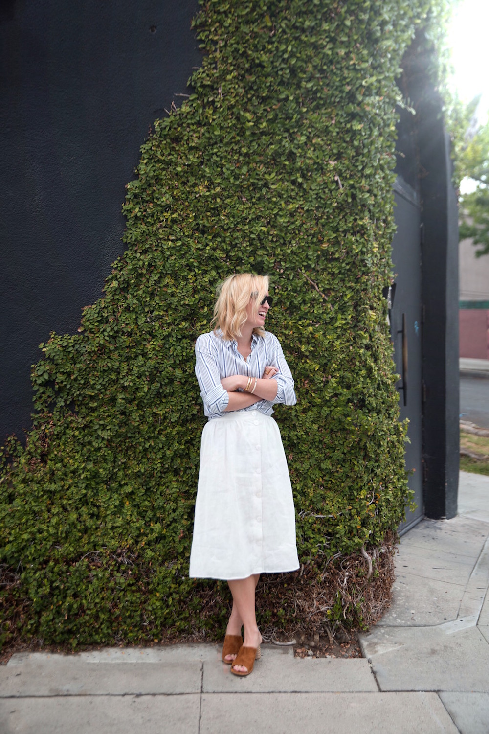 how_to_style_a_white_linen_skirt_1