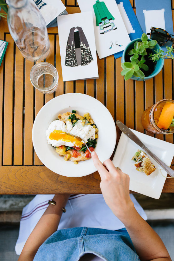 a-stylish-brunch-staying-connected-to-friends-8