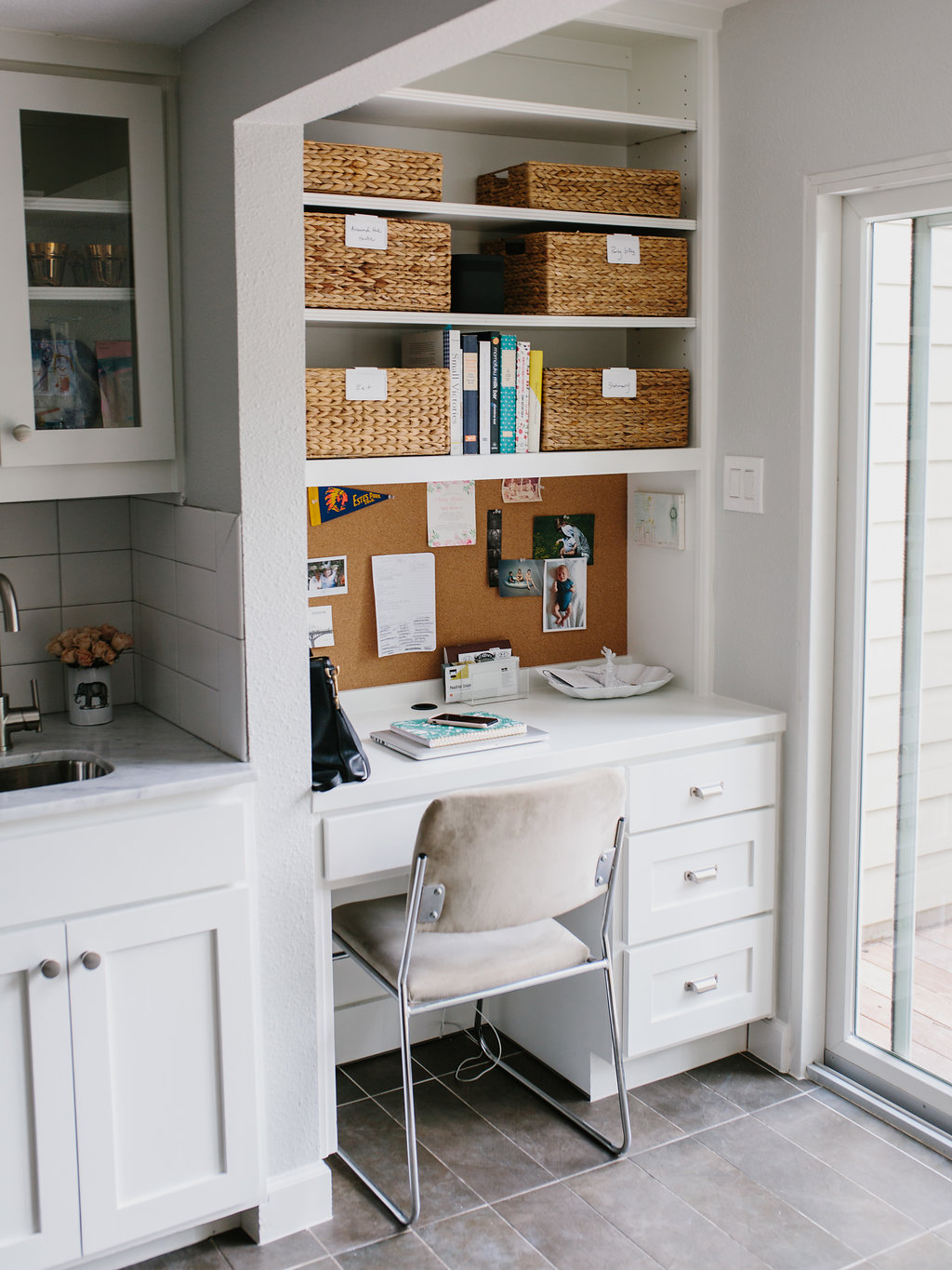 Margaret 39 s office nook how to keep an organized desk for Kitchen office nook
