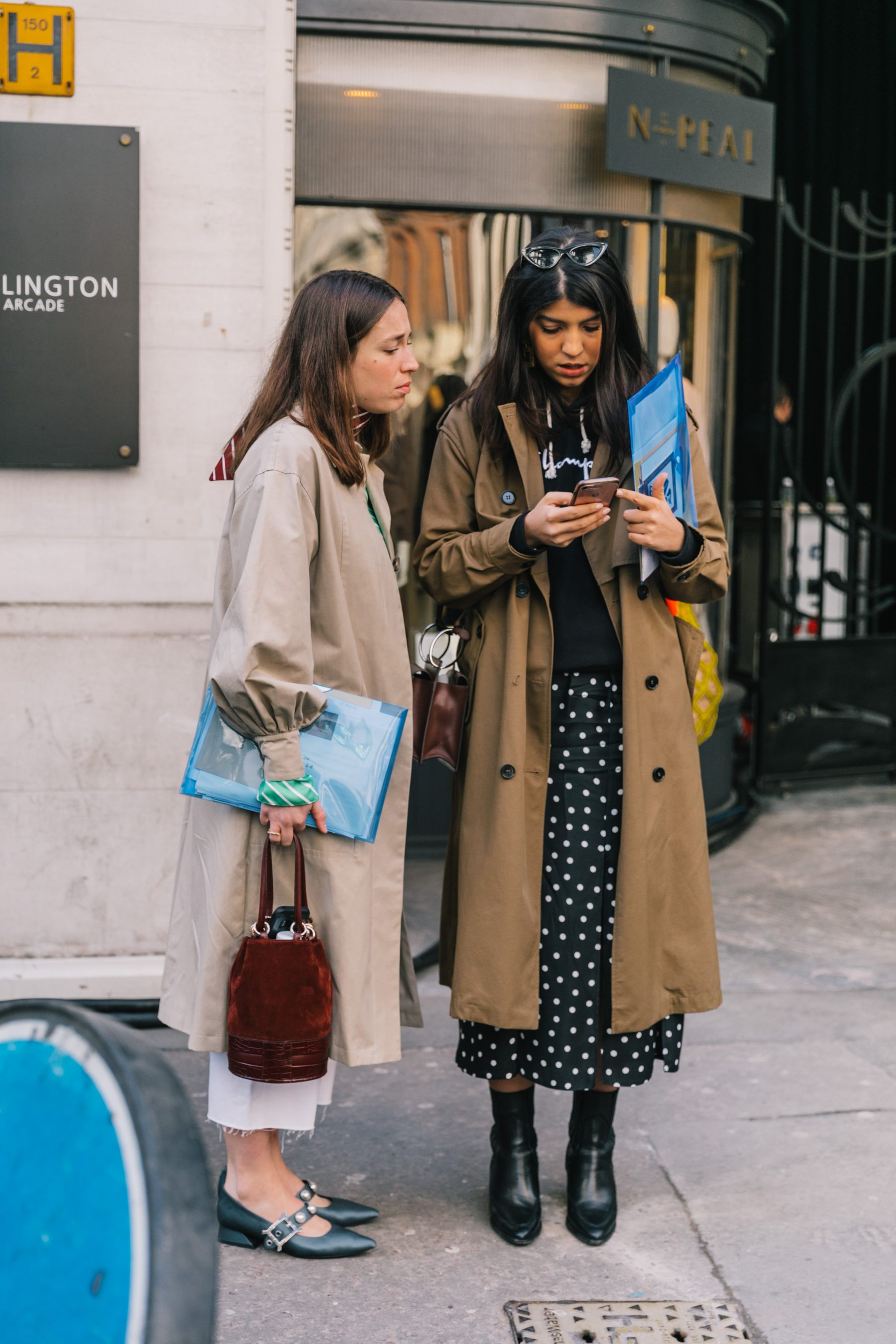 a1ffdb9e4034 Take a note from these looks below and feel free to peruse the shopping  round up at the end of the post with some of our favorite pieces we're  coveting for ...