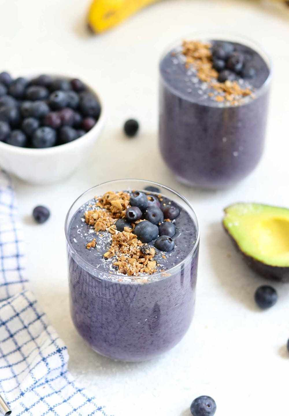 detox meal plan smoothie with blueberries